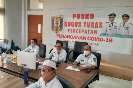 Bupati Way Kanan, mengikuti rapat koordinasi melalui zoom meeting dengan Kementerian Dalam Negeri (Kemendagri). Rabu 25/06/2020.