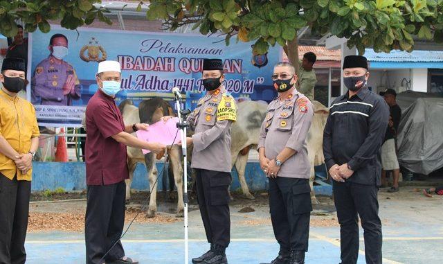 Kapolres Serdang Bedagai AKBP Robin Simatupang dalam sambutannya mengatakan bahwa pelaksanakan kegiatan Ibadah Qurban Idul Adha 1441 H di Polres Serdang Bedagai sebanyak 18 ekor sapi dan 7 ekor kambing.