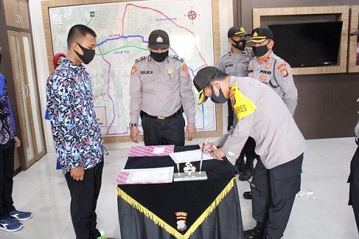 Polres Serdang Bedagai melakukan penandatangan Pakta Intregritas di Ruang Trafict manegement Center (TMC) Polres Serdang Bedagai, Kamis (2/7/2020).