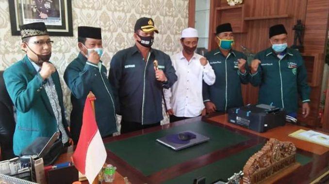 Pengangkatan dan penyematan baju kebesaran AL Jamiathul Washliyah ini dilakukan pada saat acara kunjungan Silaturahmi AL Jamiyathul Wasliyah di ruang kerja Kapolres Batu Bara, Senin (13/07/2020).