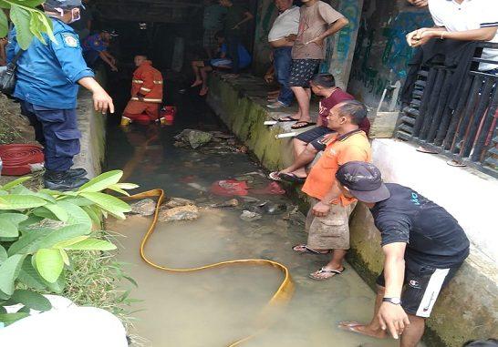 HARI ketiga pencarian korban hanyut di parit jalan Sisingamangaraja Simpang Viyata Yudha, Sauqi (6) warga jalan Sisingamangaraja Kelurahan Bah Kapul Kecamatan Siantar Sitalasari kota Pematang Siantar untuk sementara dihentikan.