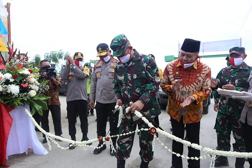 "Kapoldasu Bersama Pangdam 1/BB Resmikan Kampung Tangguh ""Desa Bingkat""Khamis (9/7/2020)"