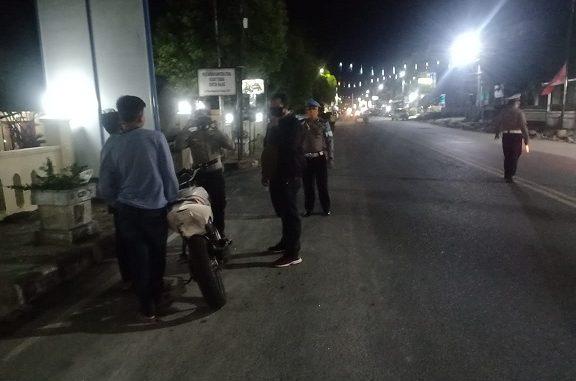 Satuan Lalu Lintas (Satlantas) Polsek Balige kembali melanjutkan pelaksanaan Operasi Patuh Toba 2020, Kamis (30/07/2020) sekira pukul 20.30 Wib, di Depan Mapolsek Balige