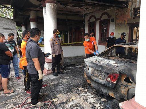 Kapolres Bersama Tim Labfor Dan Subdit 4 Jatanras Poldasu Lakukan Olah TKP Kebakaran Rumah Tokoh Pemekaran Sergai.