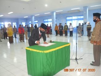 Junius Ndraha SE dilantik Bupati Nias , Drs, Sokhiatulo Laoli MM sebagai Direktur Perumda Air Minum Tirta Umbu (PDAM) milik Kabupaten Nias periode 2020–2025.
