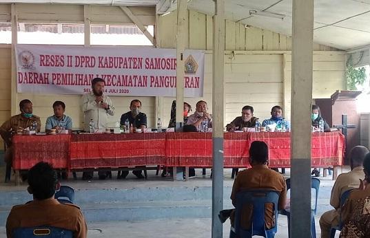 DPRD Samosir melakukan agenda reses masa sidang II tahun 2020 di Aula HKBP bolon pada Selasa 14 juli 2020.