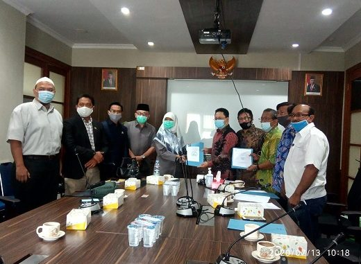 Gedung DPRD Kota Depok, Jl. Boulvard Raya Sektor Anggrek, Kota Kembang, Grand Depok City - Kota Depok, Senin, (13/07/2020).