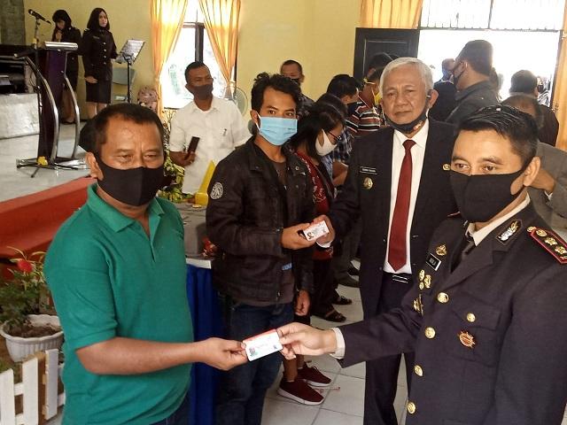 Bupati Toba, Ir. Darwin Siagian menghadiri langsung pelaksanaan Upacara yang dilakukan secara virtual di Ruang Vidcon Mapolres Toba, Rabu(01/07/2020)