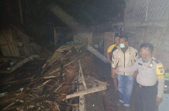 rumah milik Jahari (85) terbuat dari dinding tepas dan atap rumbia tepatnya di Dusun IV Desa Silau Rakyat, Kec.Sei Rampah, Kabupaten Serdang Bedagai, ludes terbakar, Selasa (4/8/2020) sekitar pukul 20.30 WIB.