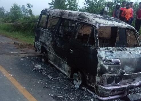 Minibus musnah terbakar, Minggu (23/08/2020) sekira pukul 17.30 WIB.