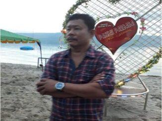 salah satu pengelola pantai Mangoloi Sihaloho