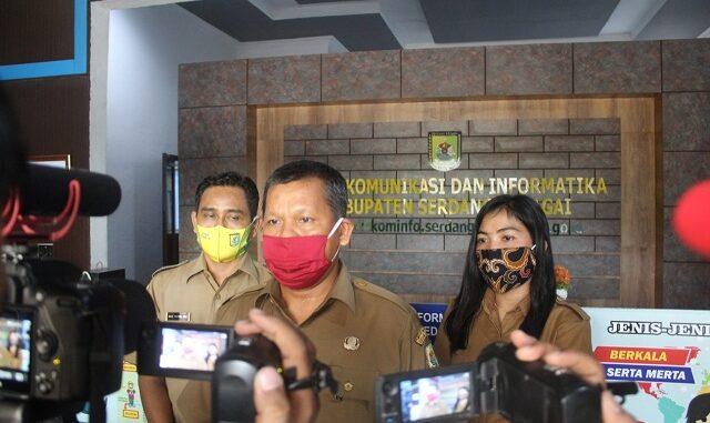 Drs. Akmal, AP, M.Si, saat ditemui di Kantor Dinas Komunikasi dan Informatika Kabupaten Sergai, Senin (10/08/2020).Pukul 15.35WIB.