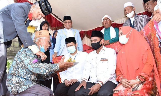 Wakil Bupati Serdang Bedagai H Darma Wijaya dihari jadinya yang ke 48 tahun mewakafkan masjid Aslamuddin di Jalan Panili Indah, Dusun I, Desa Dolok Manampang, Kecamatan Dolok Masihul Kabupaten Serdang Bedagai Sabtu 2/8/2020.Pukul 11.30 WIB.