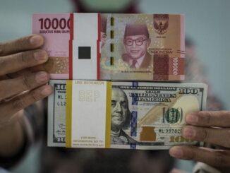 Ilustrasi, uang rupiah dan dolar AS.