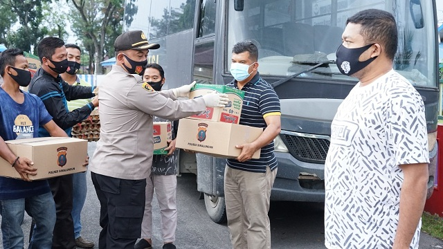 KAPOLRES Simalungun AKBP Agus Waluyo SIK menyalurkan bahan pangan pokok (sembako) berikut sayur mayur ,Sabtu (12/09/2020)