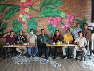 diskusi yang dilaksanakan komunitas Mata Publik dengan mengusung tema Sengkarut Pilkada Siantar Calon Tunggal VS Kolom Kosong.