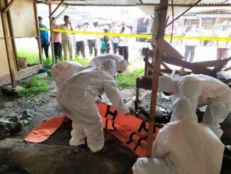 Tim Medis Puskesmas Siantar Martoba untuk mengevakuasi jasad secara Protokoler Kesehatan.
