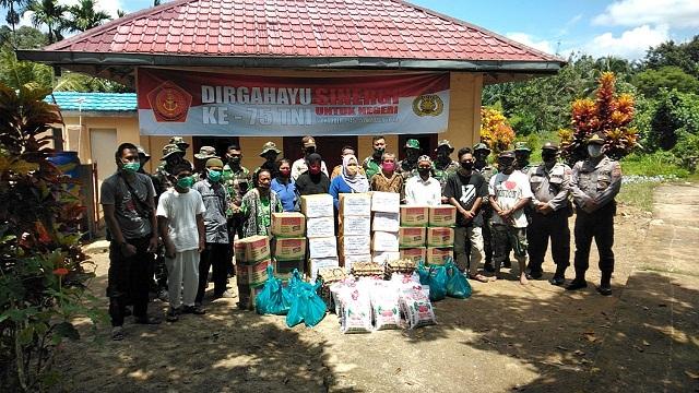 Polres Simalungun bersama Yonif 122/TS menggelar Bhakti Sosial dengan menyalurkan bantuan bahan pangan pokok ke dua (2) wilayah di Kabupaten Simalungun Provinsi Sumatera Utara, Selasa (29/09/2020)