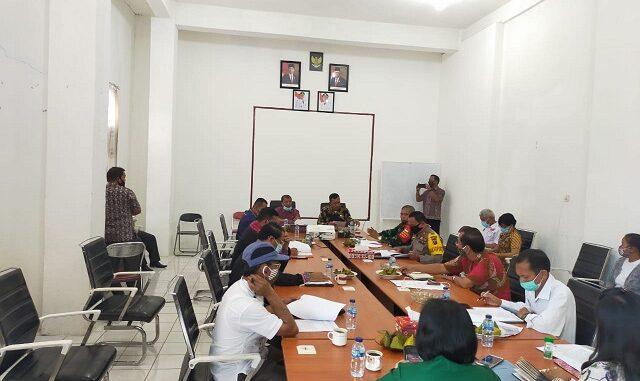 Rapat koordinasi daan evaluasi penanganan covid – 19 di Kabupaten Toba dalam rangka menjaga keamanaan ketertiban dan kondusifitas Kabupaten Toba, Jumat (11/09/2020) sekira pukul 09.00 Wib