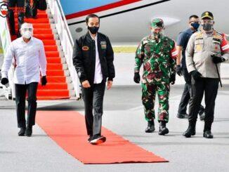 Presiden RI Joko Widodo meninjau perkembangan kawasan Food Estate (Lumbung Pangan) di Kabupaten Humbang Hasundutan (Humbahas), di Desa Siria-ria Kecamatan Pollung, Selasa (27/10).