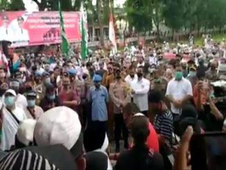 Aksi Bela Islam unjuk rasa di Lapangan Haji Adam Malik, Senin (05/10/2020)