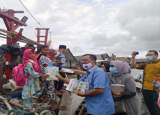 Terima 500 Judul Buku Dari Dinas PA Sumut, Disdik Batubara Bagikan Ribuan Buku Ke TMKD Bandar Rahmat
