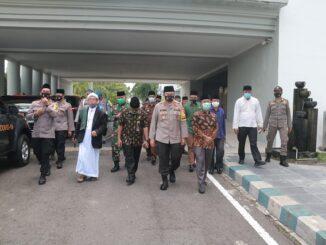 Kapolda NTB menghadiri Grand Final Lomba Dakwah Kamtibmas Polres Lombok Barat dalam rangka memperingati Maulid Nabi Muhammad S.A.W. bertempat di Bencingah Agung Pemda Lombok Barat, (22/10/2020)