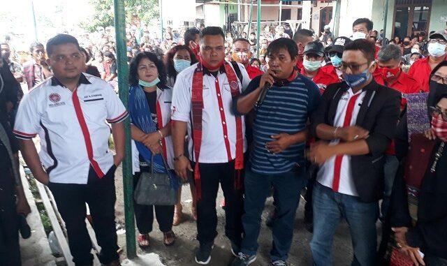 Persatuan bangso Batak (PBB) saat memberikan penghiburan kepada keluarga korban.