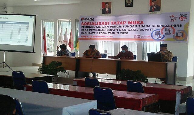 Komisi Pemilihan Umum Kabupaten Toba menggelar Sosialisasi di Ruang Rapat KPU Toba, Kamis (26/11/2020) sekira pukul 09.00 Wib