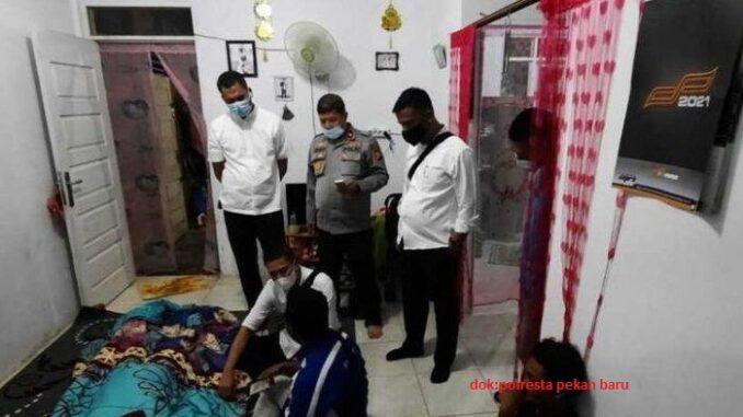 Polsek Tenayan Raya dan tim Identifikasi Polresta Pekanbaru melakukan olah TKP Senin (16/11/2020)