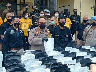 Kapolrestabes Bandung Kombes Pol Ulung Sampurna Jaya, saat gelar ungkap kasus, di Mapolrestabes, Senin (23/11/2020).