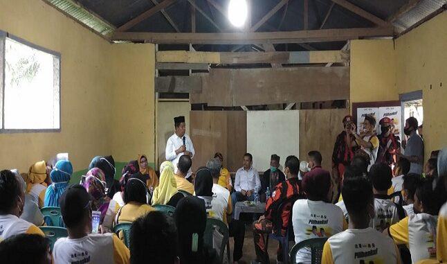 Calon Bupati Kabupaten Simalungun nomor urut 1, RadiapohHasiholan Sinaga (RHS), blusukan menyampaikan visi-misi Kamis (12/11/2020).