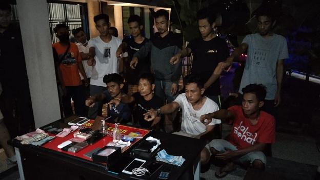 Ditresnarkoba Polda NTB AKP I Made Yogi Purusa Utama, S.E., S.I.K., pihaknya berhasil mengamankan 10 orang tersangka termasuk pemilik pabrik narkotika.
