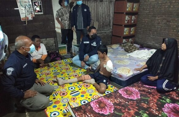 Kasat Reserse Kriminal Polres Sergai Ajun Komisaris Polisi (AKP) Pandu Winata SH, SIK, MH mengunjungi kediaman Adek Ridho Romadhon (13)