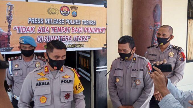 Kapolres Toba AKBP Akala Fikta Jaya SIK. MH pada press realese Pelaksanaan Pengamanan Pilkada 2020