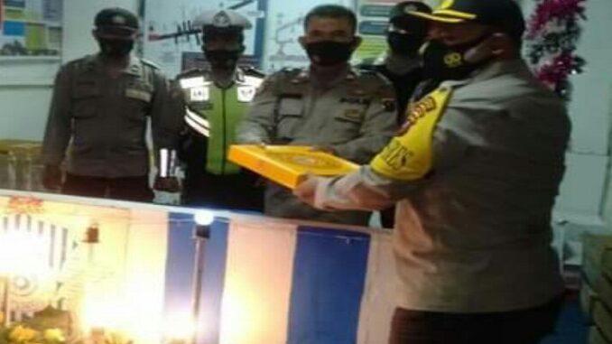 Kapolres Simalungun AKBP Agus Waluyo SIK tinjau Pos Pengamanan dan Pos Pelayanan (Pos Pam-Pos Yan) I Sinaksak di jalan Medan Km 8.5 Sinaksak