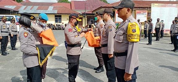 KAPOLRES Pematang Siantar AKBP Boy Sutan Binanga Siregar SIK pimpin Apel Pergeseran Pasukan Pengamanan Pemungutan Suara Pemilihan Walikota dan Wakil Walikota Pematang Siantar Tahun 2020 , Senin (07/12/2020) sekira pukul 10.00 WIB
