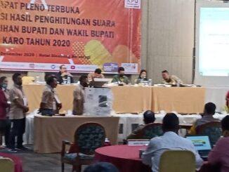 Ket foto; pihak KPU saat menggelar penghitungan di hotel Sinabung Berastagi kab Karo,foto terkelin bukit.