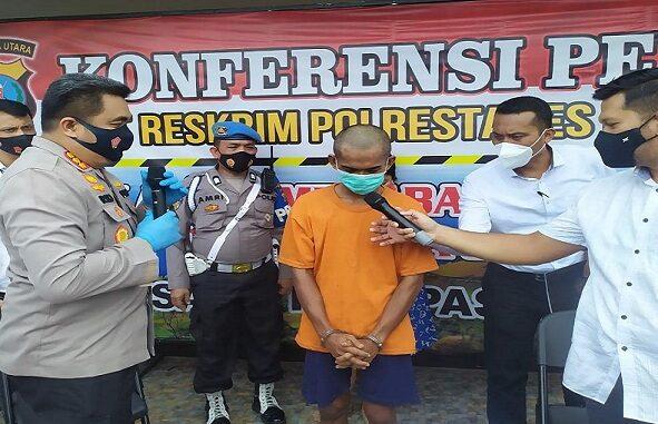 Konferensi Pers dipimpin oleh Kapolrestabes Medan Kombes Pol Riko Sunarko didampingi Kasat Reskrim Polrestabes Medan Kompol Martuasah Tobing, Senin (28/12/2020)