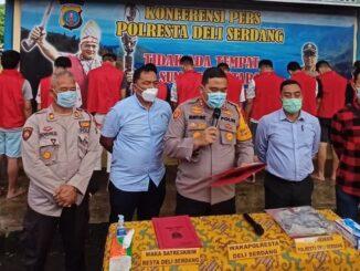 Press Realese bertempat di halaman depan Sat Reskrim Polresta Deli Serdang, Selasa (22/12/20) Sekira Pukul 16.00 Wib.
