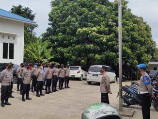 Polres Toba tetap siagakan personil pengamanan di Kantor Komisi Pemilihan Umum (KPU) Kabupaten Toba, Kamis (21/01/2021) sekira pukul 11.30 Wib