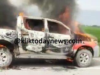Mobil dinas Badan Pengelola Pajak dan Retribusi Daerah (BPPRD) Kabupaten Batu Bara terbakar di ruas jalan tol Tebing Tinggi - Medan, Rabu (13/1/2021).