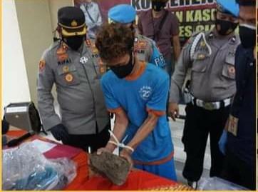 Konferensi pers Pembunuhan Sepasang Kekasih Bersimbah Darah Di Cianjur, Jumat (08/01/2021).