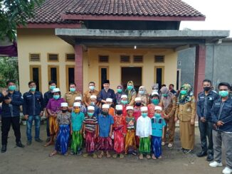 Khitan gratis di rumah kediaman Koordinator khitan Agus Busri, senin (11/1/2021).