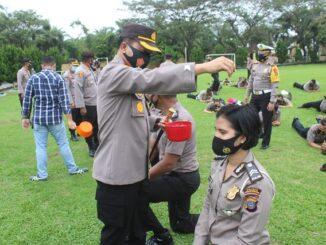 Kapolres Serdang Bedagai AKBP Robin Simatupang SH MHum pimpin upacara kenaikan pangkat setingkat (Korp Raport), Sabtu (2/1/2021) pagi di halaman Mapolres.