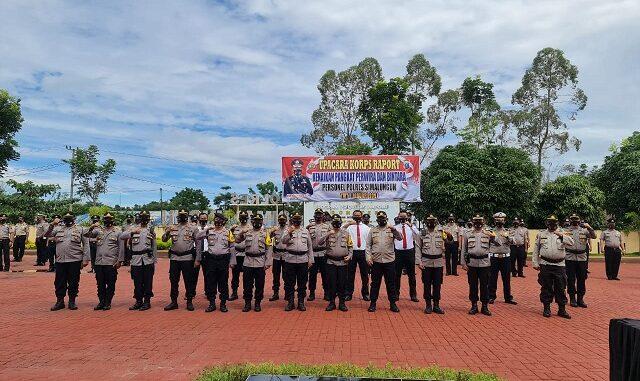 KAPOLRES Simalungun AKBP Agus Waluyo SIK bertindak sebagai Inspektur dalam Upacara Korps Raport Kenaikan Pangkat Perwira dan Brigadir Polri jajaran Polres Simalungun
