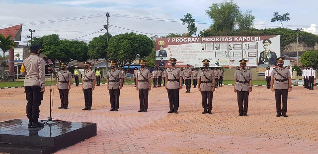 Kapolres Toba AKBP Akala Fikta Jaya S.ik,MH pimpin upacara serah terima jabatan (Sertijab) di Lapangan Apel Mapolres Toba, Sabtu (02/01/2021)