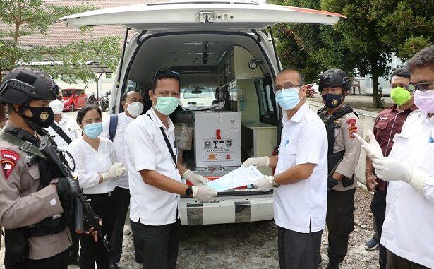 Vaksin tiba di Dinas Kesehatan Kota Pematangsiantar, Jalan Sutomo, dengan pengawalan ketat dari Brimob Subden IIB Pematangsiantar, dari Polres Pematangsiantar