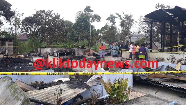 KEBAKARAN memusnahkan dua (2) unit rumah Rabu dini hari (06/01/2021)