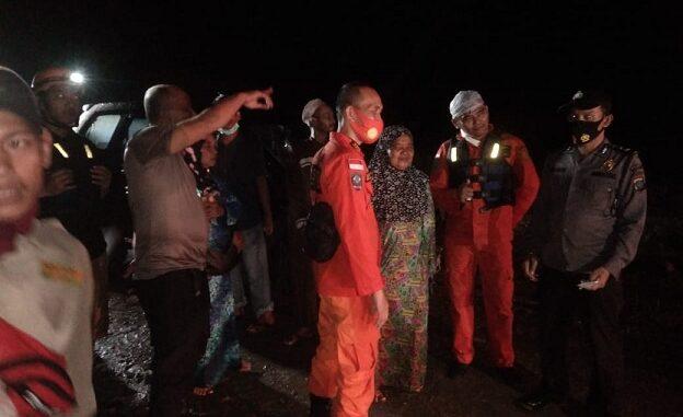 Tim Gabungan berasal dari Polsek Kotarih Polres Serdang Bedagai, Basarnas dan PMI, Senin (11/1/2021)
